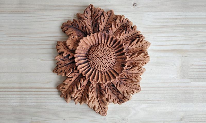 Pott Keramikako eskuz eginiko eguzkilorea